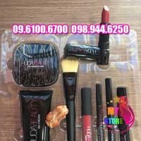 Set trang điểm Huda Beauty-1